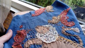 Обложка номера: ручная вышивка «Львиный домик»