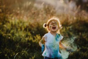 Фотоальбом. Выпускники курса «Креативный текст» о детстве, семье и лете