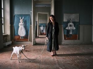 Дом, в котором. Выставка Кати Рожковой «Белая школа»