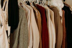 Межсезонье: наводим порядок в гардеробе и избавляемся от лишнего